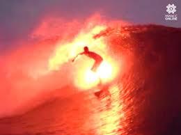 V ogon` i vodu serfingist v ogne pokoril volny` Tait